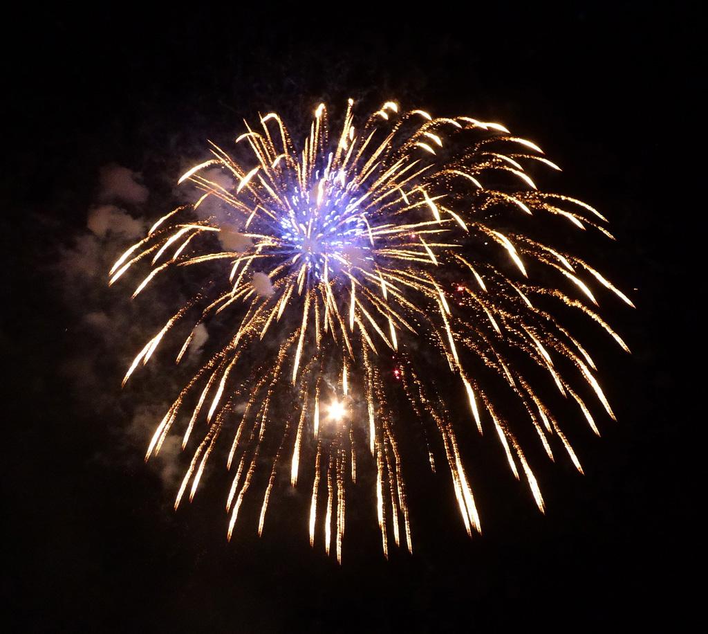 14-Fireworks-Ross